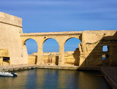 arch and water near Cocohub Malta